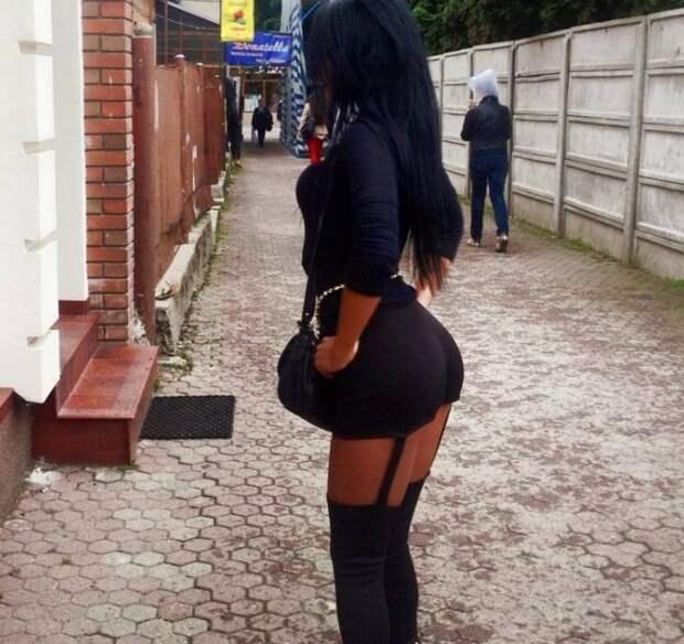 Ничего необычно, просто женщина с пакетом на голове прогуливается по улице  девушки, прикол, фото, юмор