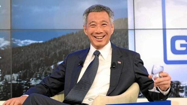 Сингапурский премьер сделал прививку от коронавируса