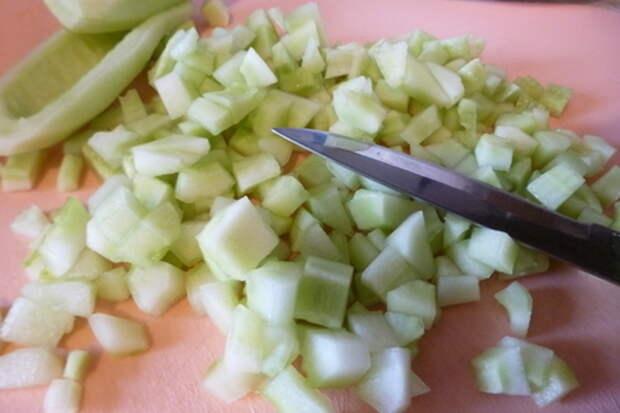 Варенье из огурцов с мятой и маком: фото шаг 1