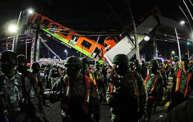 Появилось видео с места обрушения метромоста в Мехико