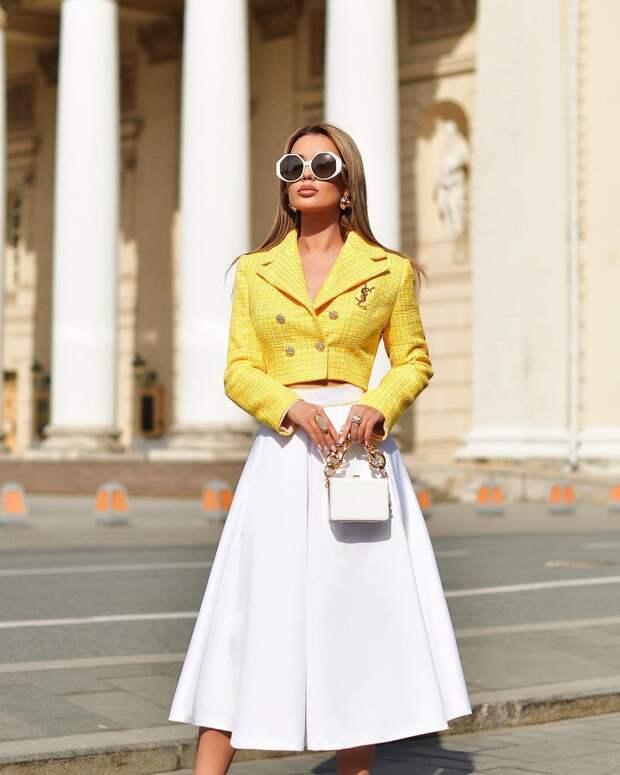 Как и с чем носить юбку-полусолнце: 10 женственных и роскошных примеров
