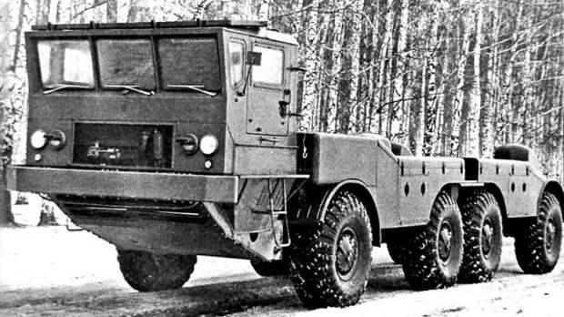 Шасси ЗИЛ-135К с габаритно-весовым макетом пусковой установки  история, ссср, факты