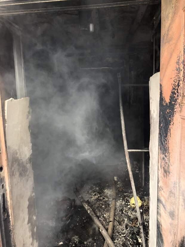 В Севастополе из горящего дома спасли мужчину и женщину