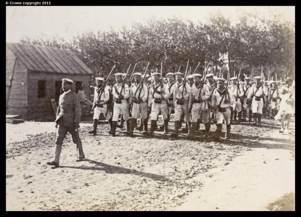 Немецкие пехотинцы прибывают в Тяньцзинь