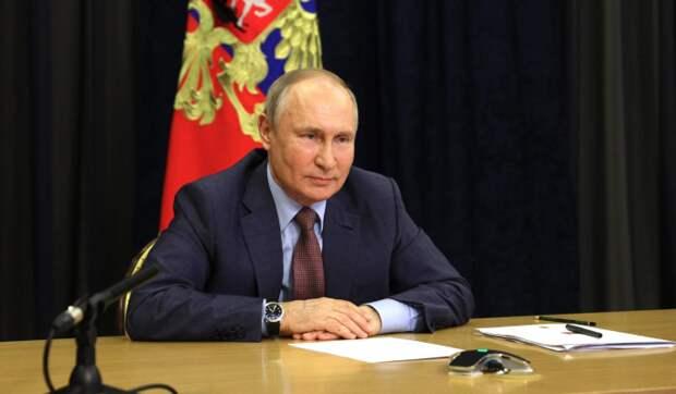 Путин указал на стремление США подтолкнуть страны к отказу от доллара
