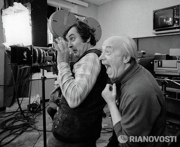 Народный артист РСФСР, режиссер Юрий Егоров (справа) и оператор Николай Пучков во время съемок фильма Однажды, двадцать лет спустя, 1980