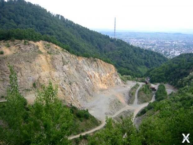 Угольный разрез в селе Ржавчик, где б...