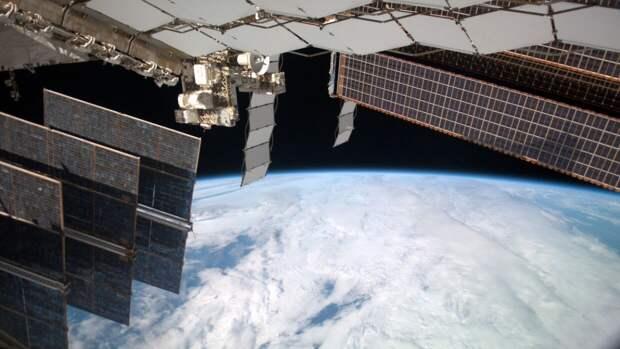 """Российские космонавты вернулись с МКС на Землю на борту """"Союза МС-17"""""""