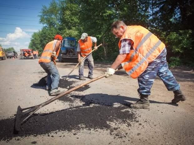 Водитель отсудил у дорожников 74 тысячи рублей за яму