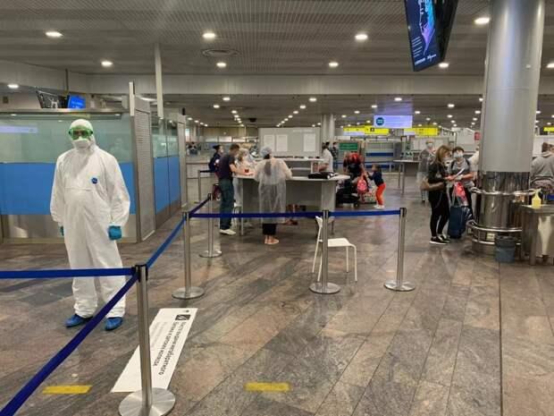 С начала лета спасатели встретили в аэропортах столицы около двадцати шести тысяч пассажиров