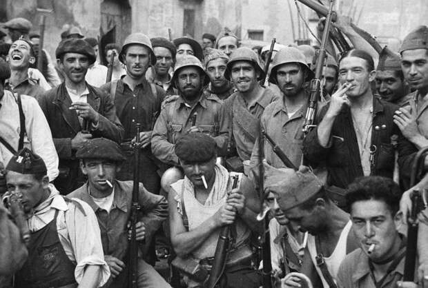 Пилотки без кисточек и комбинезоны моно: униформа испанской гражданской войны