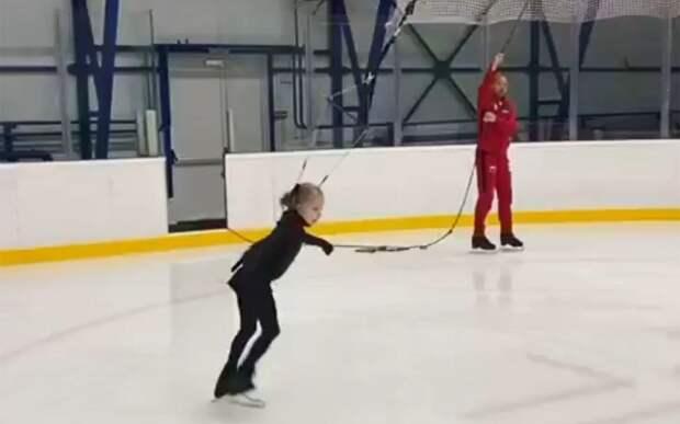 Девятилетняя ученица Плющенко исполнила аксель в 9,5 оборота на тренировке