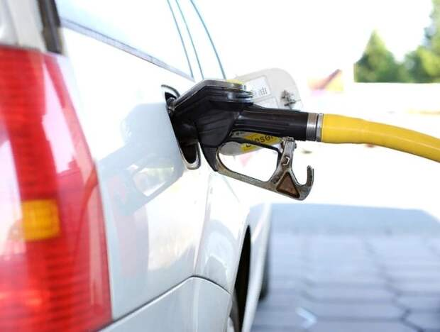 """ФАС поднял вопрос о """"не быстрой"""" отмене запрета на ввоз бензина, но Минэнерго все равно против"""