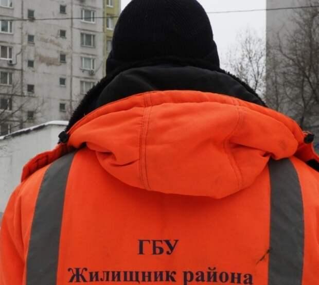 Во дворе на Юных Ленинцев отремонтировали бордюр — Жилищник