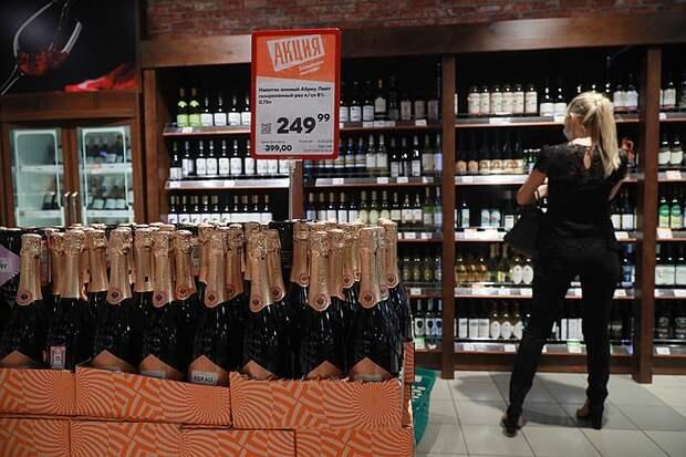 Полка «Вино России» - престижное место для благородных напитков.