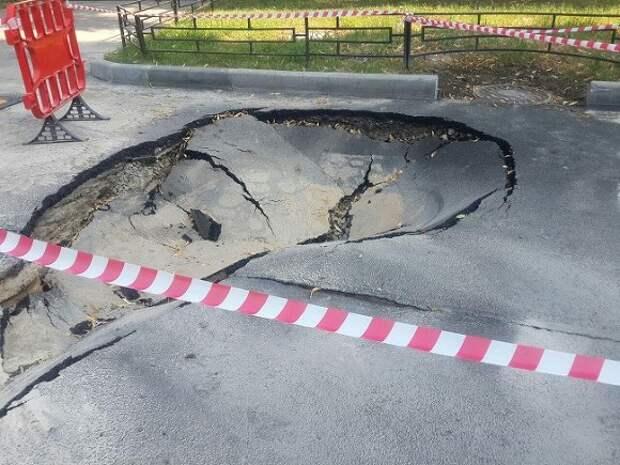 Жители Новосибирска подрались с рабочими из-за плохих дорог