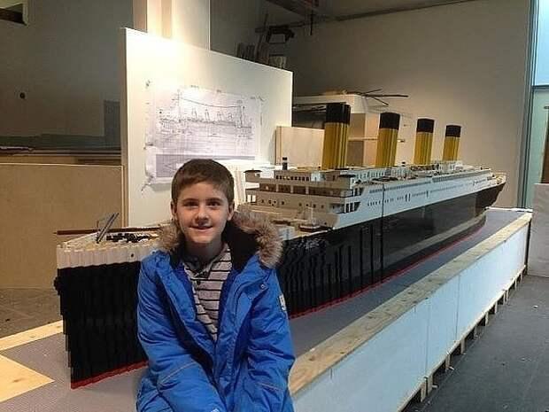 12-тилетний мальчик с аутизмом построил Титаник из Lego. Оцените работу.