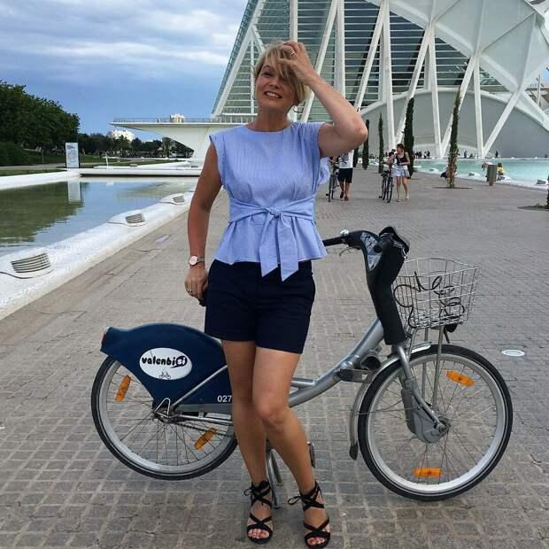Молодая женщина в шортах. /Фото: krasotka.cc