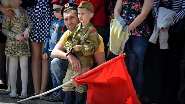 В честь Дня Победы в Луганске развернули георгиевскую ленту рекордной длины