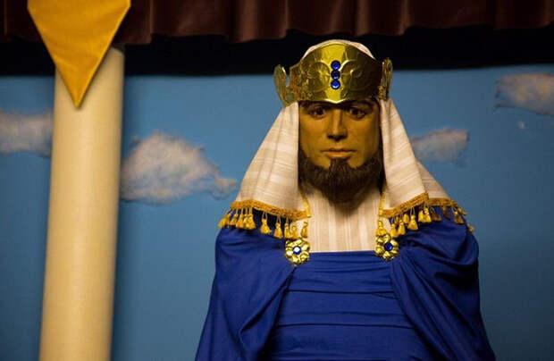 Джон Траволта в роли царя Соломона.