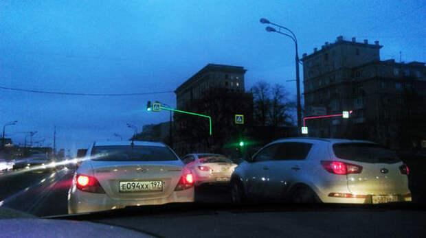 В Москве появились светящиеся опоры