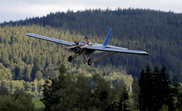 Чех смастерил самолет и летает на нем на работу самолет, сделал сам
