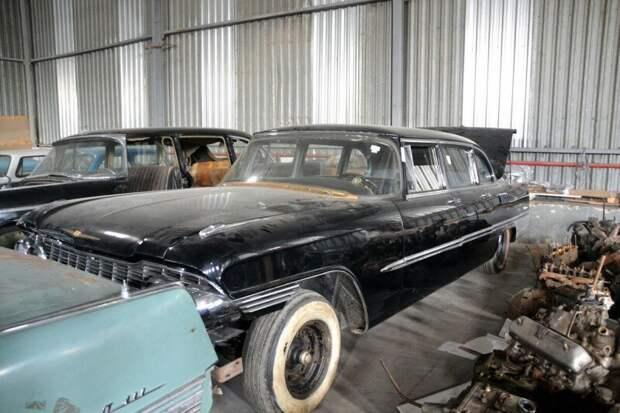 В Москве обнаружили склад с уникальными советскими автомобилями. Тут их больше 50! авто, автомобили, транспорт