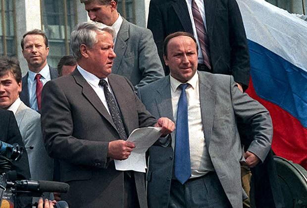 Александр Коржаков (справа) и Борис Ельцин
