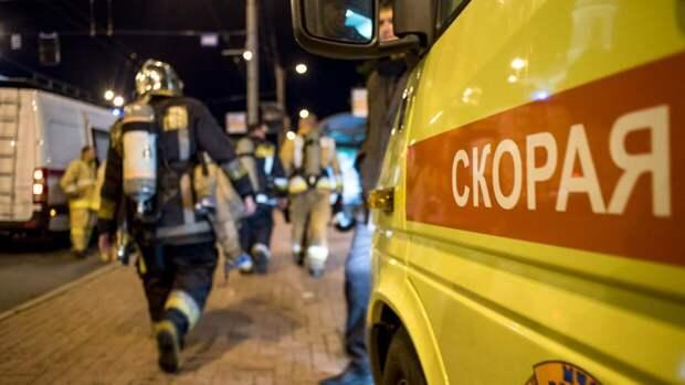 Огнеборцы противодействуют пожару на складе в Ростове-на-Дону