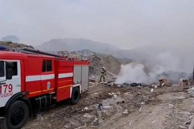Под Анапой тушат пожар на мусорном полигоне