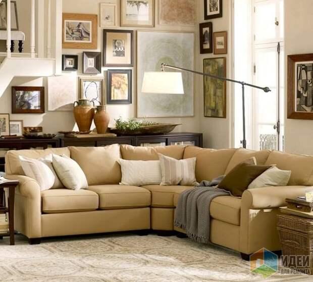 Обратите внимание на расположение торшера и на диван, который отодвинут от обеих стен, Pottery Barn