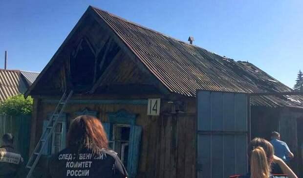 В Оренбурге на пожаре погибла женщина и двое маленьких детей