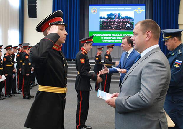 В честь празднования Дня России курсанты Тульского суворовского военного училища совершили свой первый прыжок