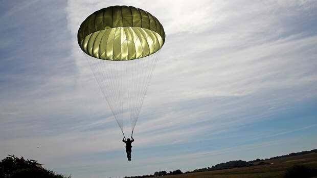 Два парашютиста пострадали во время прыжка в Подмосковье