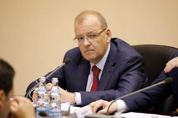 """ФСБ провела без санкции суда """"неотложные"""" обыски и задержала заместителя министра"""
