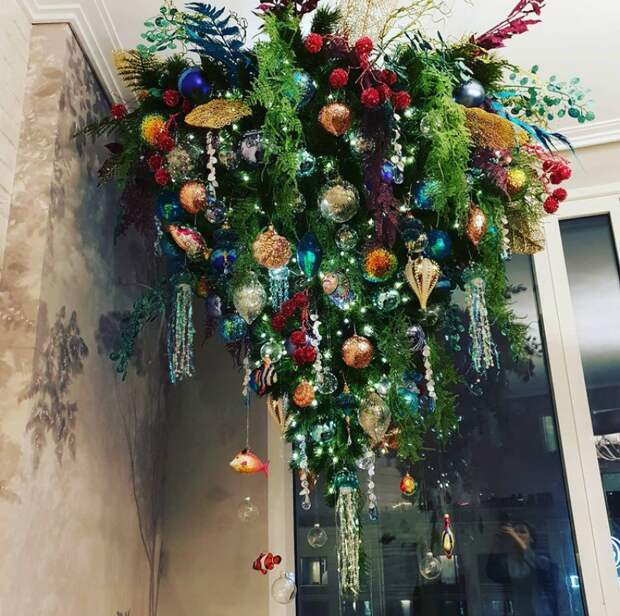 Как актриса Елена Ксенофонтова зарабатывает с помощью необычного хобби - наряжать новогодние елки