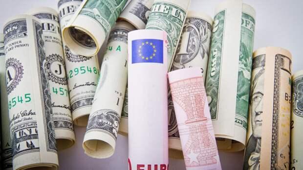 Россия получила рекордный объем наличных евро за год
