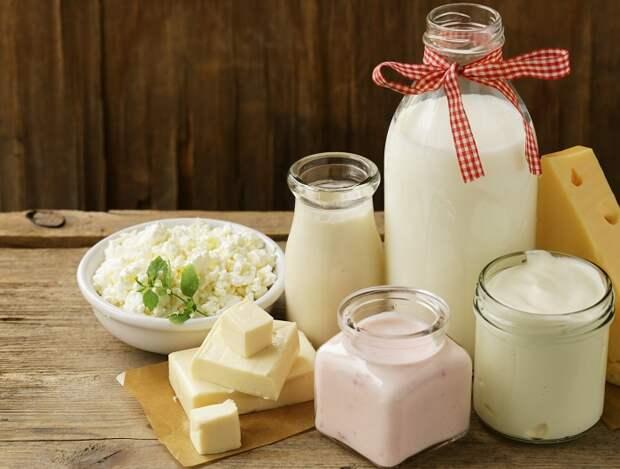 Кисломолочные продукты содержат в себе много вредных для обгорелой кожи компонентов. / Фото: worldofmeat.ru