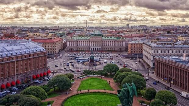 Кратковременные дожди и облачная погода ожидаются в Петербурге 4 августа