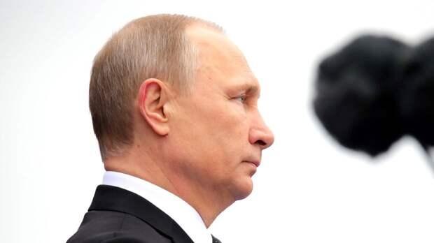 Владимир Путин и Эмомали Рахмон приняли участие в открытии парада Победы в Москве