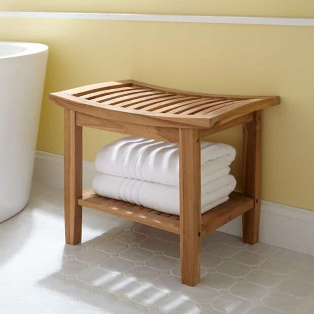 Деревянный стул для ванной