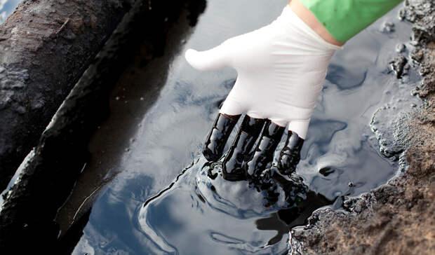 Семь тонн нефти вытекло вУсинском районе Коми из-за повреждения напорного нефтепровода