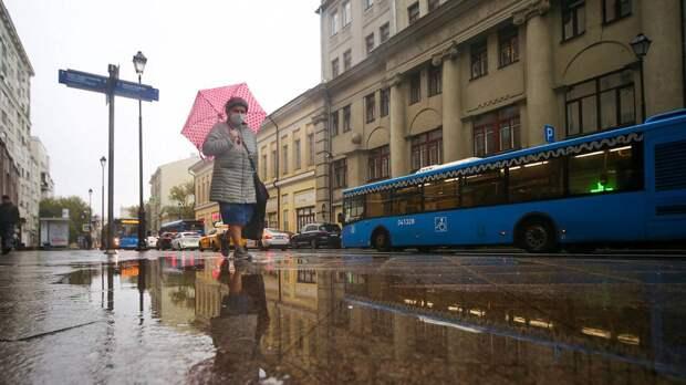 Москвичей предупредили о сильном ветре и дожде в среду