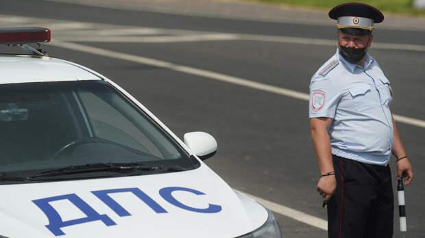 Полицейский выстрелил в машину нарушителя и ранил подростка в Туве