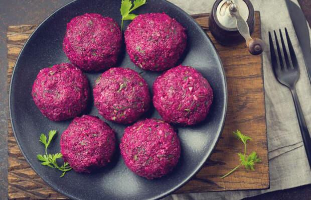 Что приготовить из свеклы: 5 блюд, после которых пальчики оближешь