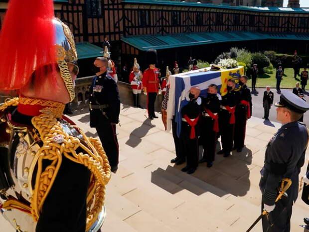 Видео с закрытых похорон принца Филиппа появилось в Сети