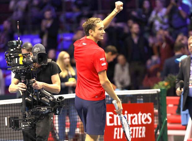 Последняя интрига группового этапа Итогового турнира АТР: выйдет ли в полуфинал Джокович. А Медведев сегодня ночью потренируется перед Надалем