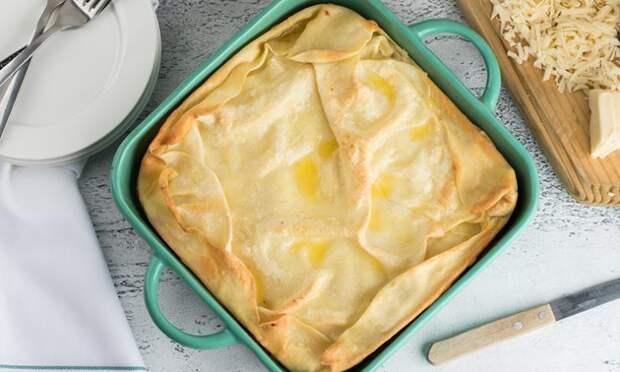 Только мука, яйца и сыр: из простых ингредиентов получаем пирог в семь слоев