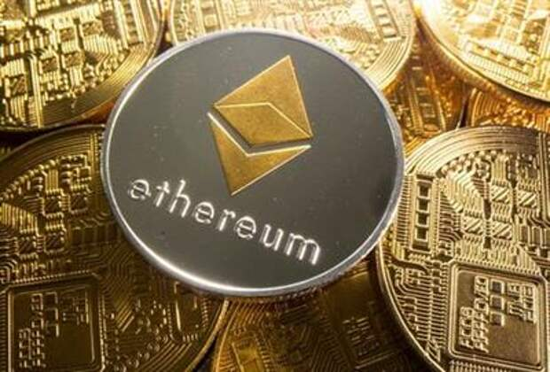 FILE PHOTO: A representation of cryptocurrency Ethereum is seen in this illustration taken August 6, 2021. REUTERS/Dado Ruvic/Illustration/File Photo