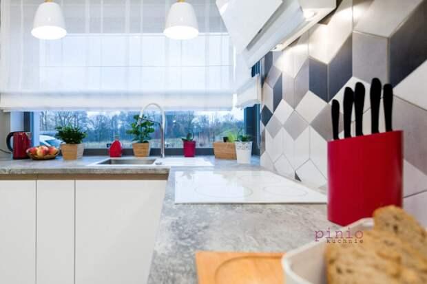 Узкая кухня в многоквартирном доме